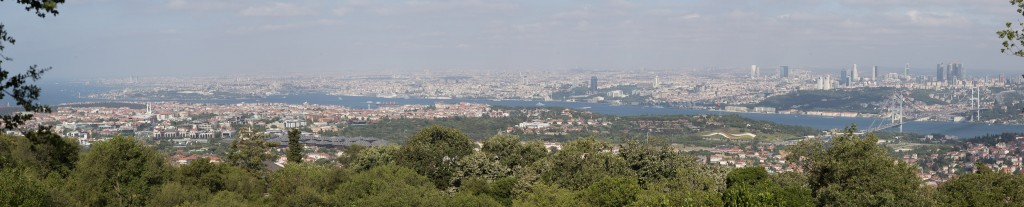 Blick über Üsküdar auf den Bosporus