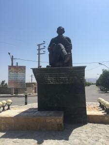 Statue_Nazik